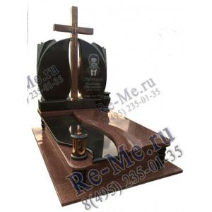 Комплекс из красного и черного гранита с высоким крестом и надгробной плитой g896