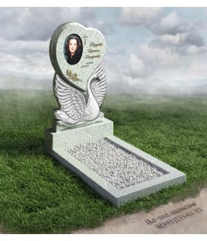 Гранитный памятник сердце с лебедем g124
